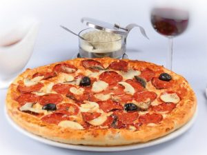 pizza-salami-iv9yr2xy