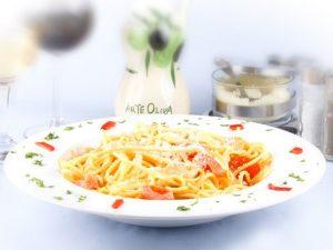 spaghete-con-pollo-dvcqfqhu